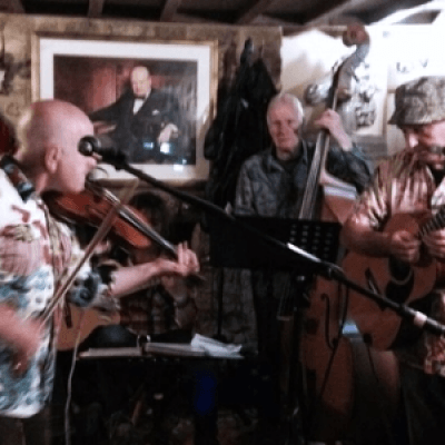 FiddleBop at the White Horse Banbury Cross