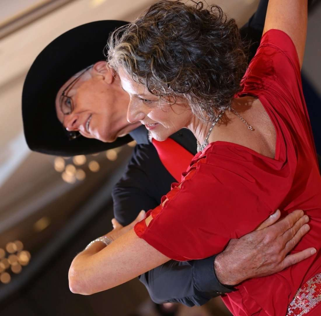 COUNTRY DANCE wDANCE LESSON