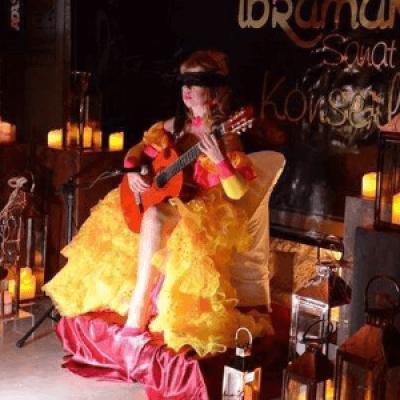 Galina Vale &quotLa Diva de La Guitarra&quot Frodsham UK