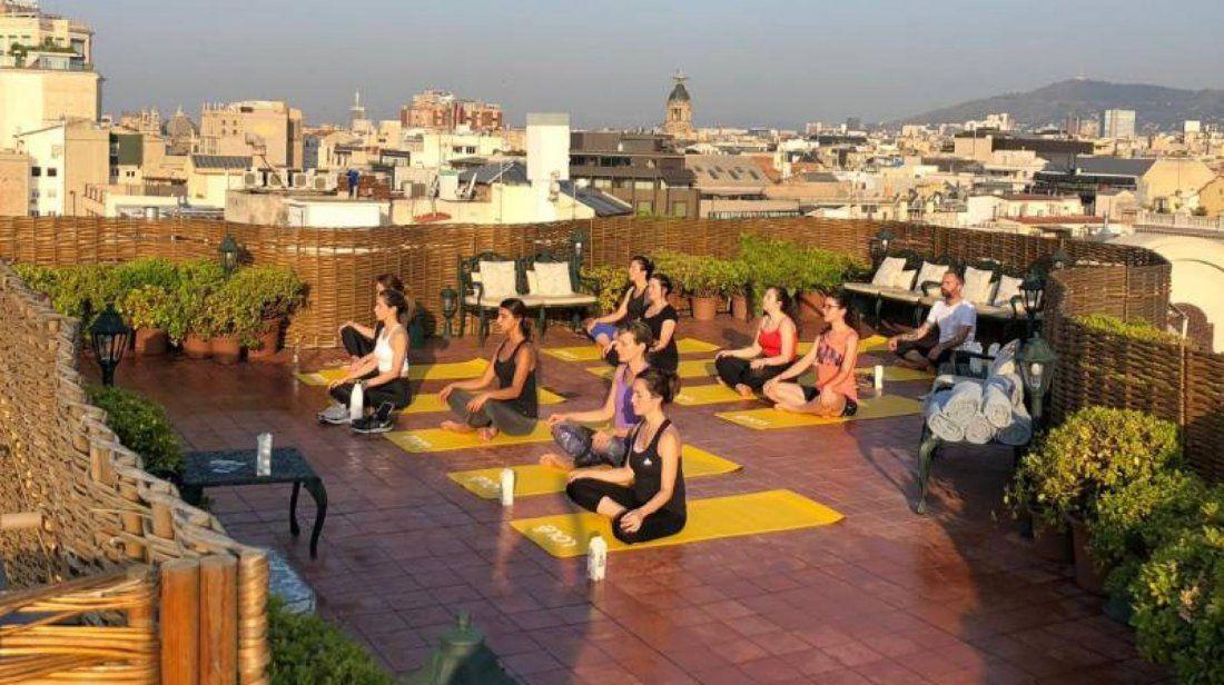 Clase de Yoga & Aromaterapia en el Rooftop de El Palace