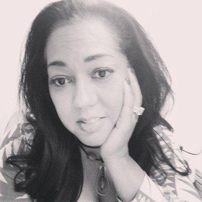 Alexa Carlin -Public Speaker author of Adaptable TV personality